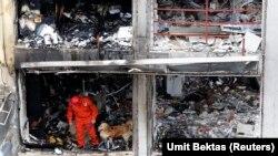 На месте одного из взрывов в Рейханлы