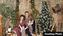 Тимур Мамытов с семьей