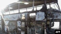 Сгоревший на трассе в Иргизском районе Актюбинской области пассажирский автобус. Актюбинская область, 18 января 2018 года.