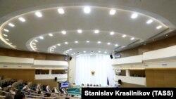 Заседание в Совете Федерации России (архивное фото)