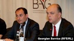ბიზნესასოციაციის პრეზიდენტი გიორგი ჭირაქაძე (მარჯვნივ) და ეკონომიკის მინისტრი დიმიტრი ქუმსიშვილი