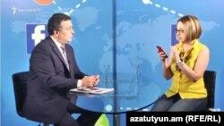 Министр культуры Армен Амирян во время «Фейсбуковской пресс-конференции» в эфире «Азатутюн ТВ», Ереван, 20 июня 2017 г.