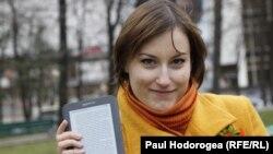 Olga Railean și lectorul ei Kindle
