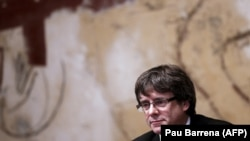 Carles Puigdemont astăzi la o reuniune a guvernului regional la Generalitat Palace in Barcelona