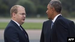 Президента США в Таллине встречает министр иностранных дел Эстонии Урмас Паэт, 3 сентября 2014