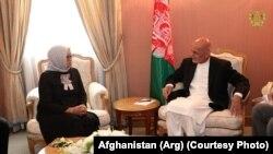 محمد اشرف غنی رئیس جمهور افغانستان حین ملاقات با ریتنو مرسودی وزیر خارجه اندونیزیا در شهر مکۀ عربستان سعودی