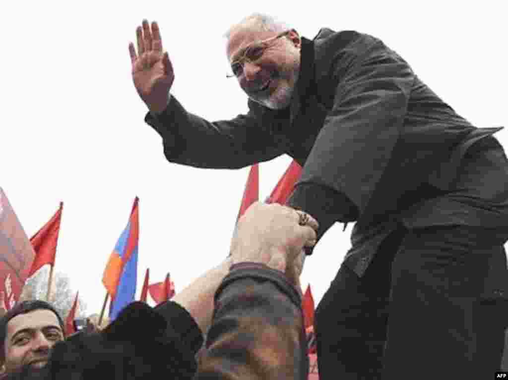Кандидат в президенты Ваган Хованнисян на митинге своих сторонников, Ереван, 8 февраля 2008 года
