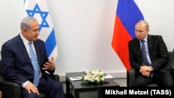 Israeli Prime Minister Benjamin Netanyahu (left) meets with Russian President Vladimir in Moscow on January 29.