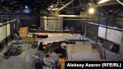 Будущий зрительный зал в период ремонта. Алматы, 26 августа 2017 года.