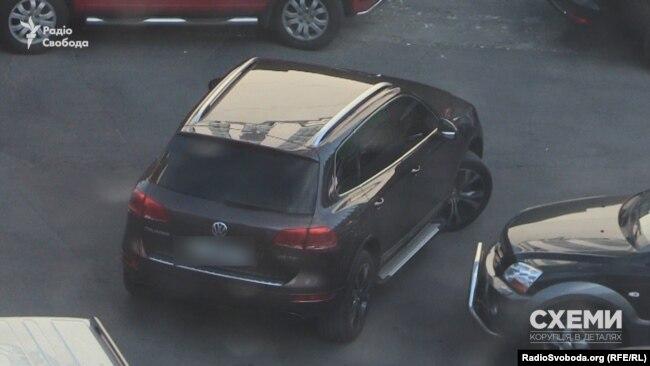 Ще одне дороге авто, яке журналісти не раз бачили біля приміщення управління