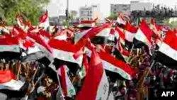 هزاران نفر با دست داشتن پرچم های عراق در نجف و کوفه دست به تظاهرات زدند و خواستار خروج نيروهای آمريکايی از عراق شدند.