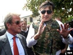 Міхеїл Саакашвілі і міністр закордонних справ Франції Бернар Кушнер, 11 серпня 2008 року