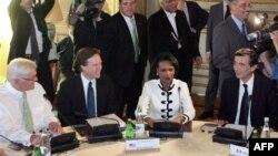 وزیران امور خارجه المان، فرانسه و آمریکا، در جریان یکی از دیدارهای موسوم به پنج به اضافه یک
