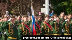 Militari ruși la paradă la Tiraspol