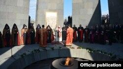 Armenia - Pope Francis and Catholicos Garegin II lead a prayer service at the Armenian genocide memorial in Yerevan, 25Jun2016.