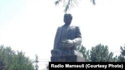 Местные азербайджанцы выступают за сохранение мемориала Нариману Нариманову из-за того, что он родом из этих мест