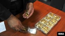 پول ملی ایران از آغاز پارسال تاکنون ۷۰ درصد ارزش خود را از دست داده و بسیاری از مردم برای حفظ داراییهای ریالی خود اقدام به خرید سکه و ارز کردهاند.