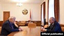 Արցախի նախագահ Բակո Սահակյան և դեսպան Անջեյ Կասպշիկ, արխիվ