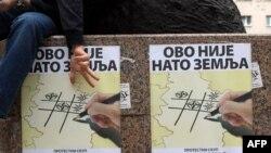 Beograd: Posteri koji pozivaju na proteste protiv NATO-a, jun 2011.
