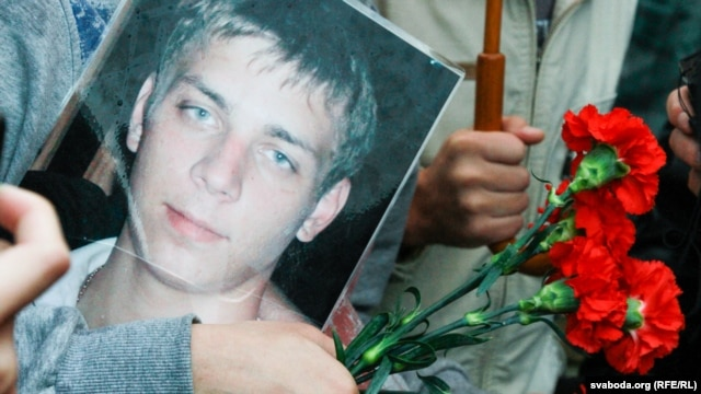 Police arrested more than a dozen participants at the memorial on November 14, which was held in front of the detention center in Minsk where 21-year-old Ihar Ptsichkin died in August.