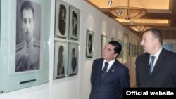 Azərbaycan - Prezident Ilham Əliyev (sağda) Türkmənistan prezidenti Gurbanguly Berdymukhammedov ilə Bakıda Heydər Əliyev Fondunda. 2008
