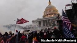 АКШ президенты Дональд Трамп тарафдарлары Конгресс бинасында