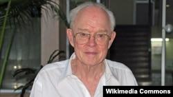 Американский учёный-астрофизик Юджин Паркер, именем которого назван солнечный зонд Parker