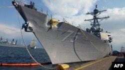Aмериканскиот воен брод, разорувачот Доналд Кук, во романското пристаниште Констанца.