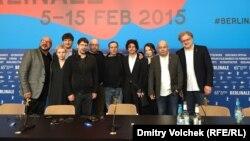 Алексей Герман (второй справа) и его съемочная группа после показа фильма
