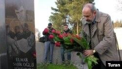 Barri Louenkron Elmar Hüseynovun məzarını ziyarət edir, 18 dekabr 2006