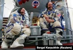 Космонавт Олег Артемьев и астронавт Ричард Арнольд, экипаж 55–56-й миссии к МКС