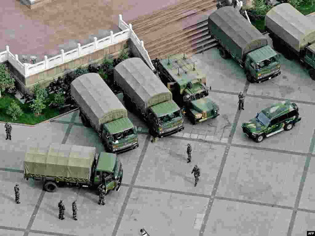 Военные в Урумчи.