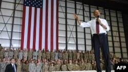 Президент США Барак Обама на военной базе США в Афганистане Баграм в мае 2012 года. Иллюстративное фото.