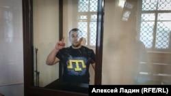 İsmail Ramazanov mahkemede, arhivden alınğan fotosuret