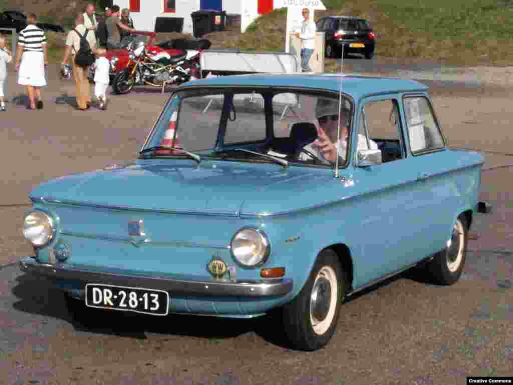 «Води Prinz и будь королем» –рекламный слоган для автомобиля NSU Prinz 4, который был выпущен в Западной Германии в 1961 году. За полминуты он мог разогнаться до 97 километров в час.