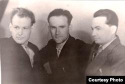 Іван Мележ, Янка Брыль і Ўсевалад Краўчанка. 1952 г. З фондаў БДАМЛМ