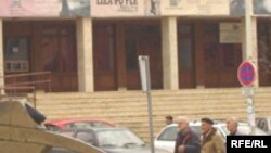 Zgrada pozorišta u Prištini, snimio Gezim Baxhaku