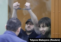 Хамзат Бахаев и Темирлан Эскерханов, осужденные за убийство Немцова, во время вынесения приговора 13 июля 2017 года