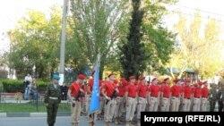 Школьники на репетиции парада в Керчи
