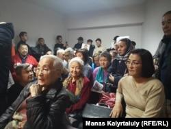 Белсенділерді қолдап келген азаматтар. Алматы, 6 қараша 2019 жыл.