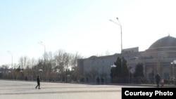 На площади в Ташкенте.