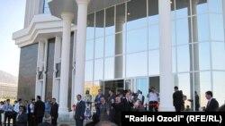 Церемония открытия Дворца печати в городе Худжанд, 5 августа 2011 года.