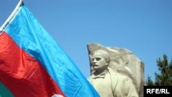 Novxanıda Rəsulzadənin heykəli