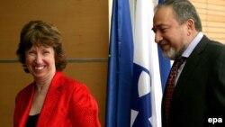 Еуропа одағының сыртқы саясат жөніндегі жоғарғы өкілі Кэтрин Эштон (сол жақта) және Израиль сыртқы істер министрі Авигдор Либерман. Иерусалим, 14 қыркүйек 2011 ж.