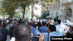 Aksiya iştirakçıları qətnamələrini İranın Bakıdakı səfirliyinə təqdim edə bildilər