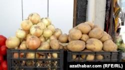 Türkmenistan Eýrandan beýleki gök-bakja önümleri bilen bir hatarda kartoşka import edýär.