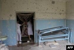 После обстрела больницы в поселке Авдеевка, в 5 км к югу от Донецка