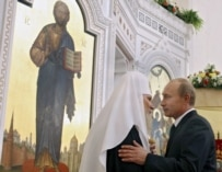 Patriarch Aleky (left) and President Putin see eye-to-eye (epa)