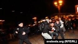 Беларусьтегі оппозициялық шеру. Минск, 21 қазан 2011 жыл.