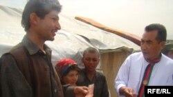 بشردوست په افغان بې ځایه شوو کډوالو مرستې ویشي